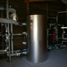 Hot water storage vessel
